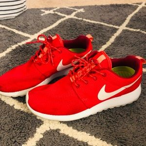 Nike women's size 8 Roshes in Red